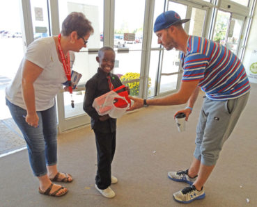 KIDS, SHOES AND SHARE THE SPIRIT