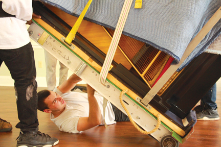 Photos/Jeff Davidsmeyer One of the movers adjusts wrappings on the Baldwin.