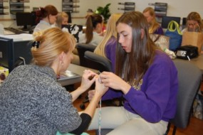 Routt Students Use Lunch Breaks to Serve Those in Need